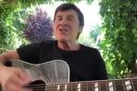 Gianni Morandi canta «Bella ciao» su Facebook