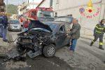 Incidente nel quartiere Santa Maria di Catanzaro, scontro tra auto e furgone: 2 feriti - Foto
