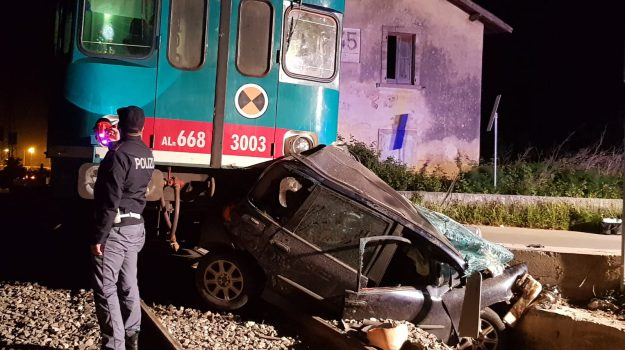 incidente ferroviario, incidente treno-auto, Santina Duco, Sicilia, Cronaca
