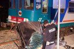 Il terribile incidente ferroviario a Noto, le foto scattate sui binari subito dopo che il treno ha travolto l'auto