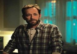 L'ultima scena girata da Luke Perry: «Ci manchi» È andata in onda mercoledì negli Usa la puntata della serie tv «Riverdale» con l'attore scomparso lo scorso 4 marzo - CorriereTV