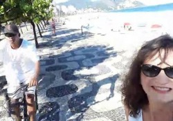 Lei si fa un selfie, ma il ladro è dietro l'angolo Lo scippo vicino ad una famosa spiaggia di Rio - CorriereTV