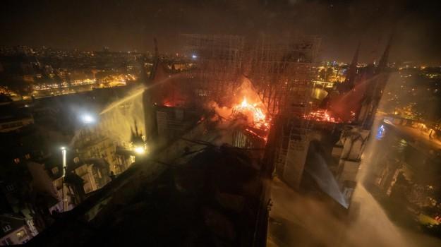 incendio notre dame, notre dame, parigi, Franck Riester, Sicilia, Mondo