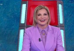 Simona Ventura racconta la telefonata di Freccero: «Con il pigiamone anti sesso ho detto sì a The Voice» Mi ha detto: «Non farmi perdere tempo. Dimmi di sì» - Corriere Tv