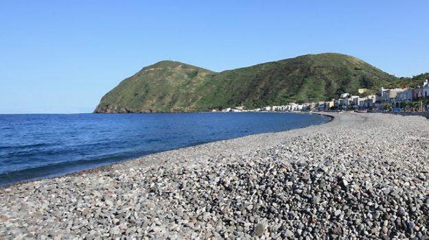 lipari, spiaggia canneto, Messina, Sicilia, Economia