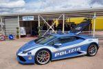Selfie davanti alla Lamborghini alla festa della polizia: arrestati poco dopo per spaccio a Bologna