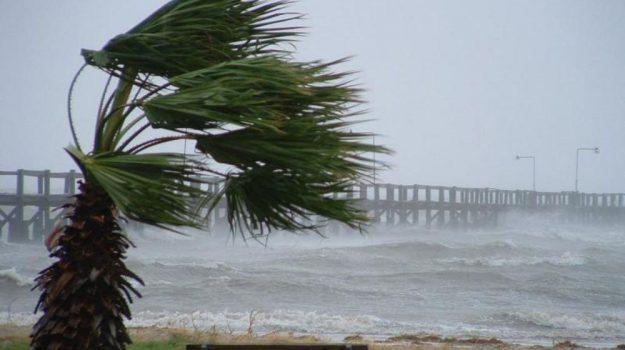 mareggiate, molo sottoflutto, raffiche di vento, villa san giovanni, Reggio, Calabria, Cronaca