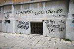 Degrado al municipio di Messina, fra scritte e crepe sui muri - Foto