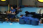 """Amici, Alberto canta """"Angela"""" di Checco Zalone: ovazione sul web per il tenore messinese"""