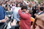 Le voci dei fan e della famiglia, il backstage del ritorno di Alberto Urso a Messina: lo speciale su Rtp - Video