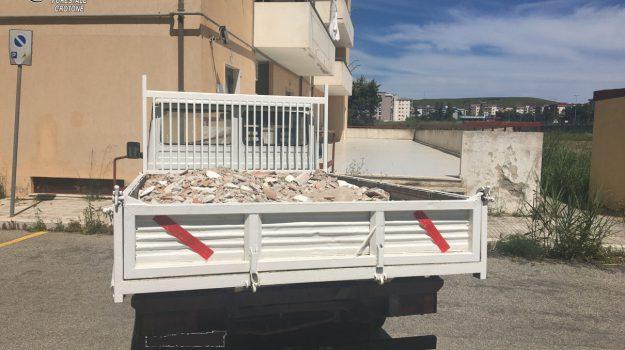 crotone, smaltimento illecito rifiuti, tre denunce, Catanzaro, Calabria, Archivio