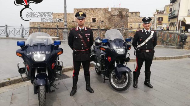 aggressione carabinieri, arresto filogaso, lite genitori, Catanzaro, Calabria, Cronaca