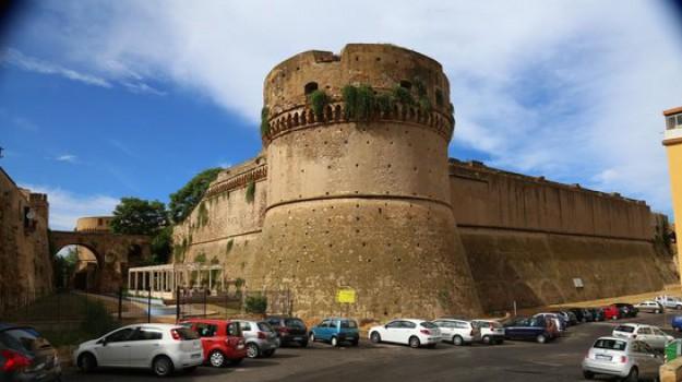 bonifica del castello, Castello di Carlo V, crotone, materiali radioattivi, Laura Messina, Ugo Pugliese, Catanzaro, Calabria, Cronaca
