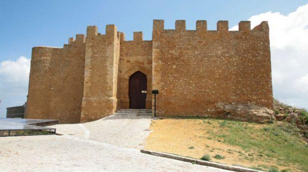 castello di naro, regione siciliana, Sicilia, Economia
