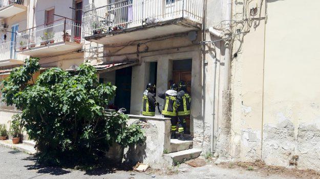 donna, lamezia, lancia bombola gas, Catanzaro, Calabria, Cronaca