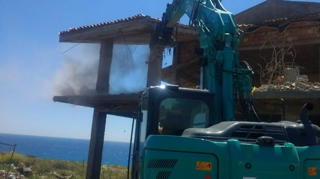 abusivismo edilizio, isola capo rizzuto, Catanzaro, Calabria, Cronaca