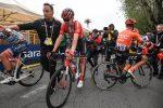 Il Giro d'Italia perde uno dei favoriti, Dumoulin si ritira dopo la caduta di Frascati