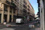 """Esplosione in strada a Lione, almeno 8 feriti: """"Un pacco bomba pieno di chiodi"""". Macron: """"È un attacco"""""""