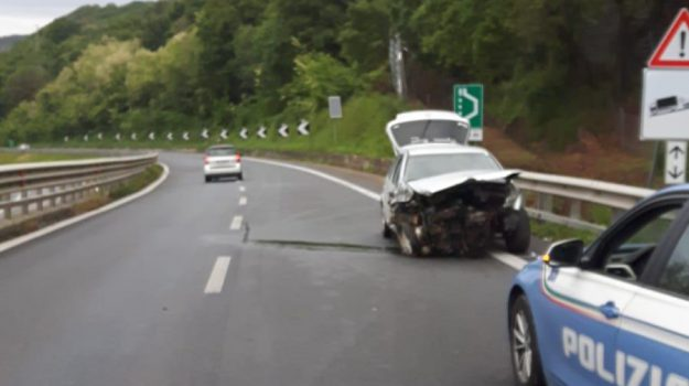 autostrada a2, golf, incidente stradale, ospedale jazzolino, vibo valentia, Catanzaro, Calabria, Cronaca