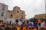 A Lampedusa uno striscione per la pace, studenti in piazza con il sindaco e Don Ciotti
