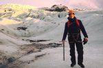 Lascia l'ufficio per inseguire il suo sogno: giovane palermitano diventa guida tra i ghiacci dell'Islanda