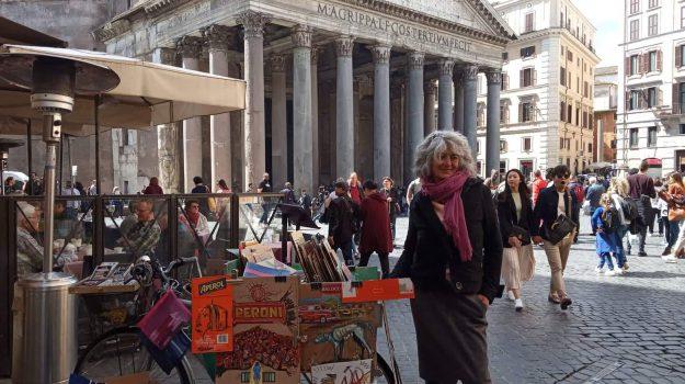 arte, artista di strada, drawing-bike, galleria d' arte su due ruote, la madonna Aperol, Rachele Del Nevo, Messina, Sicilia, Società