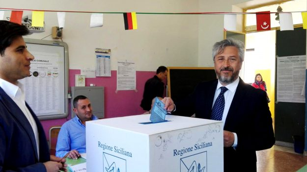 amministrative sicilia, comunali sicilia, elezioni sicilia, Enzo Alfano, Roberto Gambino, Sicilia, Politica