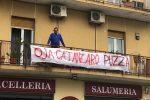 Salvini a Catanzaro, striscioni in centro contro il leader della Lega: le foto