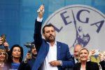 """Salvini e il rosario, il vescovo di Locri: """"Ostentare simboli religiosi è di pessimo gusto"""""""