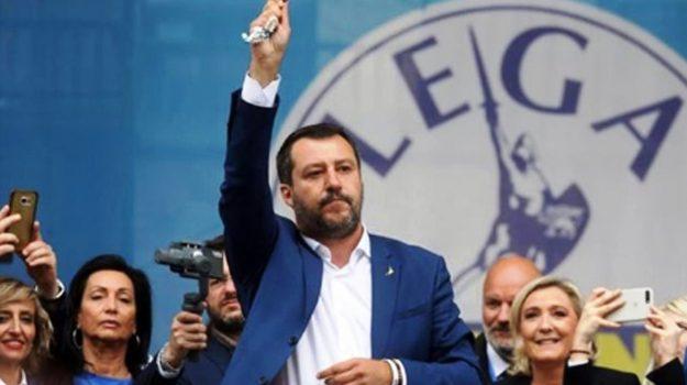 comizio Milano, rosario in mano, vescovo Mogavero, Domenico Mogavero, Matteo Salvini, Sicilia, Politica