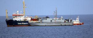 """Migranti, Sea Watch in mare da 11 giorni. Salvini agli olandesi: """"Siete voi i responsabili"""""""