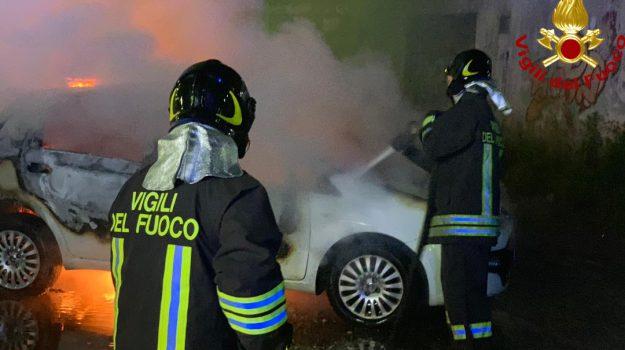 incendio Rende, via crati, Cosenza, Calabria, Cronaca