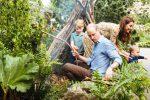 """William e Kate in giardino con i figli: """"Più contatto con la natura e meno tempo ai videogiochi"""""""