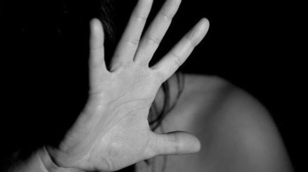 molestie alunne, prof napoli suicida, Sicilia, Cronaca