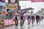 Giro d'Italia: bis di Ackermann a Terracina, Roglic mantiene la maglia rosa