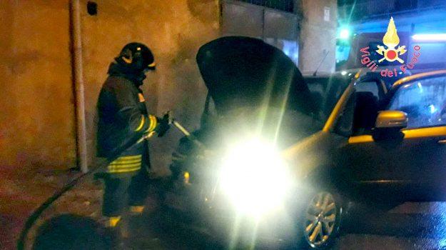 incendio auto, via einaudi lamezia, Catanzaro, Calabria, Cronaca