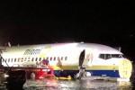 Terrore durante l'atterraggio in Florida: aereo fuori pista finisce in un fiume: 21 feriti