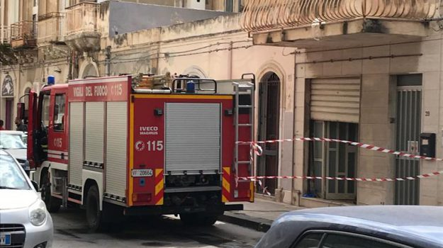 incendio siracusa, uomo morto carbonizzato, Sicilia, Cronaca