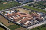 Cosenza, agente di polizia aggredito in carcere da un detenuto: frattura del polso