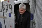 Roma, l'elemosiniere del Papa riallaccia la luce nel palazzo occupato