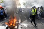 Gilet gialli in piazza il primo maggio, scontri e feriti a Parigi