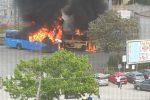 Divampa un incendio all'autostazione di Soverato, tre autobus divorati dalle fiamme - Foto