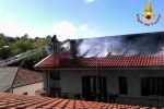 Incendio a Rombiolo, a fuoco il tetto di un'abitazione nella frazione di Presinaci