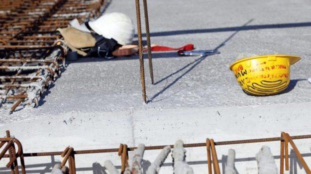 corigliano calabro, incidente sul lavoro, Cosenza, Calabria, Cronaca