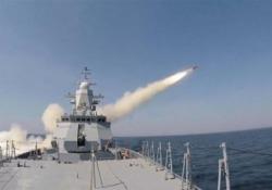 La Russia mostra i muscoli: la «battaglia navale» nel Mar Baltico La marina russa ha diffuso il filmato di un'esercitazione militare con missili antinave - CorriereTV