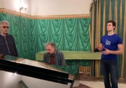 Lo straordinario incontro tra Roberto Bolle, Andrea Bocelli e Stefano Bollani Le immagini nel backstage della serata finale di OnDance a Napoli - LaPresse
