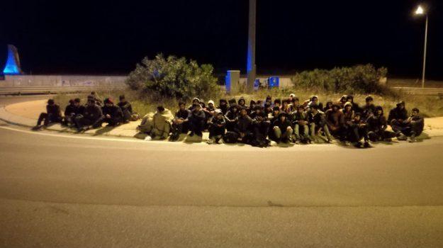cropani marina, immigrazione, migranti, pakistani, Catanzaro, Calabria, Cronaca