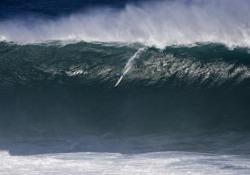 Oscar del surf: ecco la cavalcata più bella (e la caduta più spettacolare) Una volta l'anno la World Surf League premia i surfisti estremi e le loro perfomance - CorriereTV