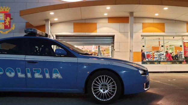 Ruba caffè in un supermercato a Messina, arrestata una ragazza