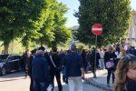 Di Maio-day a Cosenza fra le polemiche, protesta dei precari: malore per una manifestante